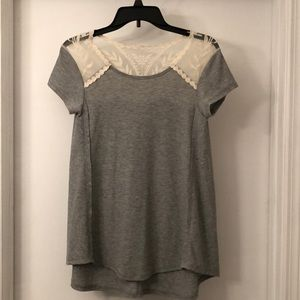 Short sleeve shirt with Lace Detail